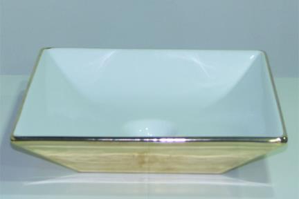 כיור צבעוני לאמבטיה 7599. מידה: 36.5X36.5  כיור מונח  צבע: פנים לבן\חיצוני זהב