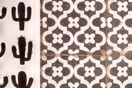 אריחי וינטג' לחיפוי קיר בסגנון עתיק 33111. R11 ענתיקה גאומטרי שחור-קרם  גודל: 33*33  נגד החלקה