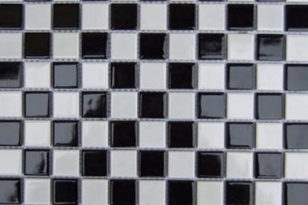 אריחי פסיפס לחיפוי קיר מקרמיקה 1012283. ceramic mosaic  פסיפס קרמי  דומינו שחור-לבן מבריק  עיצוב: ניר פורטל