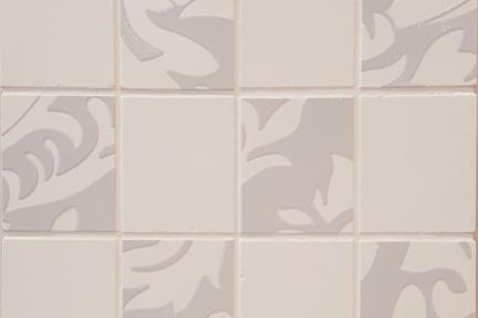 אריחי פסיפס לחיפוי קיר מקרמיקה 3694. פסיפס קרמי  לבן-טפט אפור  מט