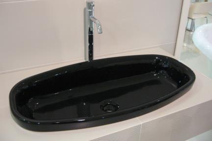 כיור צבעוני לאמבטיה 7709. כיור אובלי/כיור שולחנים 75X37  שחור מבריק  מעל משטח-חצי בפנים  דגם 7719 - שחור מט