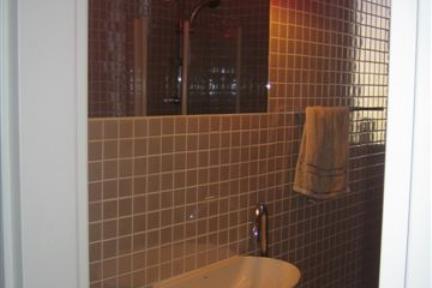 מקלחת. מקלחת עם פסיפס 5X5  עיצוב: גילי רשף-גול