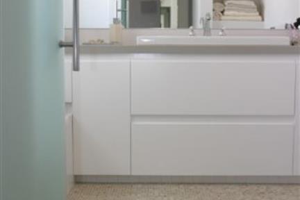 מקלחת 3. מקלחת עם פסיפס ברצפה