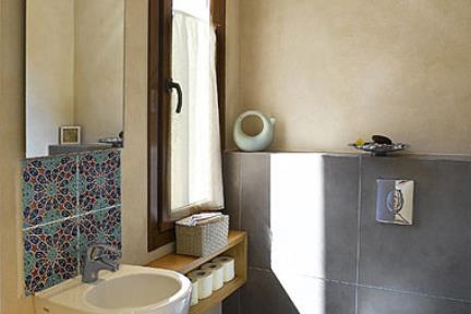 בית דביר-שרותי אורחים. פורצלן 60X60 ונגה     תכנון ועיצוב: ליאת דביר-רותם.  צילום: שי אפשטיין.