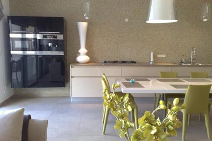 פסיפס במטבח. פסיפס זכוכית במטבח  עיצוב : גיא פלד