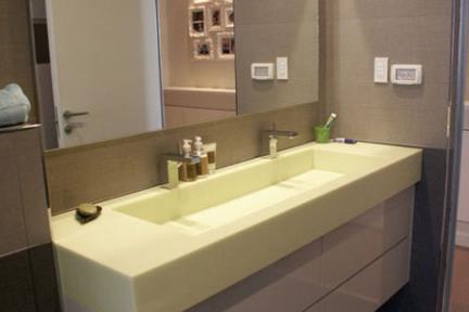 חדר אמבטיה. עיצוב-אורן אדריכלים  אריחי בד