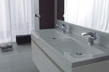 ארונות אמבטיה לאחסון  6144-1. ארון +כיור אקרילי לבן  144X55