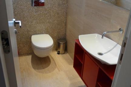 חדר שירותים