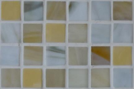 אריחי פסיפס לחיפוי קיר מזכוכית 3002. פסיפס זכוכית 1.5 בז' מעורב.  גודל: 32.7*32.7.