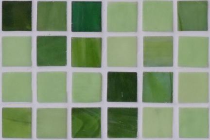 אריחי פסיפס לחיפוי קיר מזכוכית 3005. פסיפס זכוכית 1.5 ירוקים.  גודל: 32.7*32.7.
