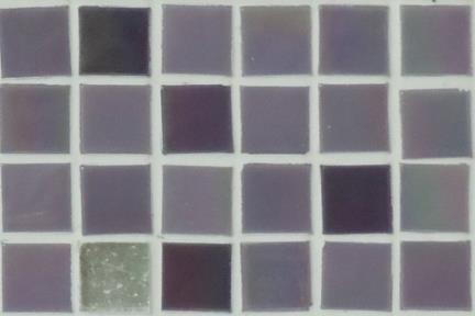 אריחי פסיפס לחיפוי קיר מזכוכית 3803. פסיפס זכוכית 1.5 סגול-כסף.  גודל: 32.7*32.7.