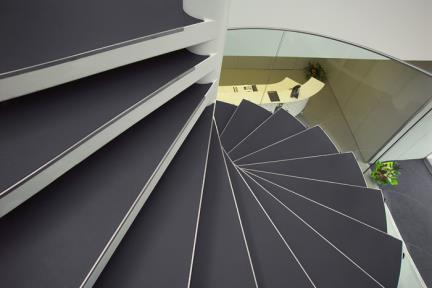פורצלן דק. מדרגות