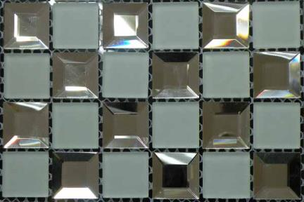 אריחי פסיפס לחיפוי קיר מזכוכית MG01. פסיפס פרמידה זכוכית + לבן מט.  גודל:32.2*32.2