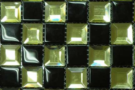 אריחי פסיפס לחיפוי קיר מזכוכית MG12. פסיפס פרמידה זהב + שחור מבריק.