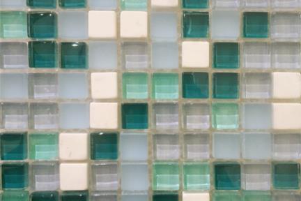 אריחי פסיפס לחיפוי קיר מזכוכית 3913. פסיפס זכוכית טורקיז + אבן.  גודל: 30*30