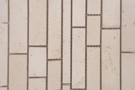 אריחי פסיפס לחיפוי קיר מקרמיקה 3644. פסיפס רצועות קרמי טרוונטין.  גודל: 30*30