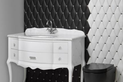 שירותים. שירותים בסגנון עתיק    צילום: אורי אקרמן.