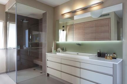 מקלחת.    תכנון ועיצוב: ליאת דביר-רותם.  צילום: שי אפשטיין.