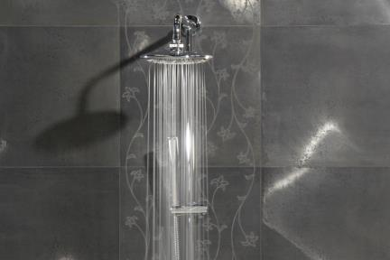 RUSTICMETAL. אריחים מטאלים בחדר מקלחת