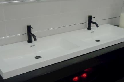 כיור אמבטיה אקרילי L160. כיור אקרילי כפול, גודל 48/160