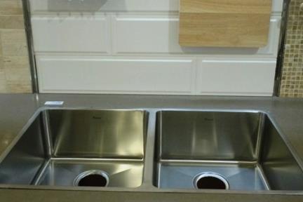כיור למטבח עשוי נירוסטה NR7944. כיור נרוסטה כפול פינות חדות  גודל:79*44