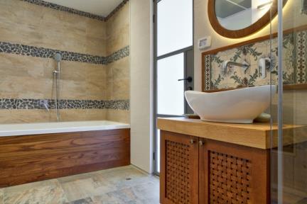 """בית במודיעין. אמבטיה """"Duravit"""" תוצרת גרמניה בעיצוב של מעצב על Philippe Starck"""