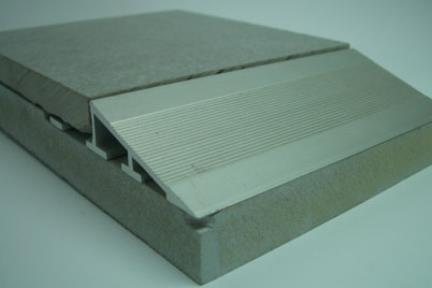 """פרופיל  למדרגה: AL04. מידה: 1.1X250 ס""""מ  פרופיל אלומיניום  למעבר בין 2 גבהים  גימור: כסף מט"""