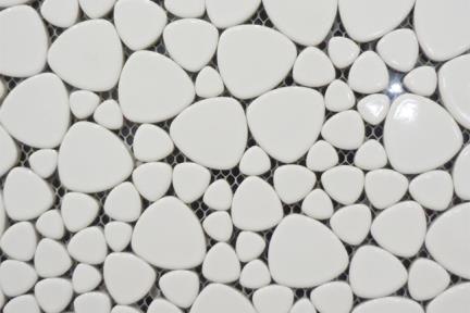 אריחי פסיפס לחיפוי קיר מחלוקי קרמיקה 1235100. פסיפס חלוקי נחל   לבן מבריק   גודל: 30/30