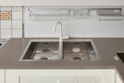 כיור למטבח עשוי נירוסטה NR113. כיור נירוסטה כפול למטבח.  גודל: 50.3*78.9.  עומק: 20.