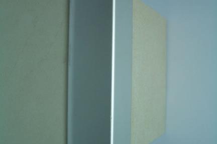 פרופיל  להגנה על פינות: AL06. פרופיל אלומיניום  להגנת פינות.  מידה: 2.5X250