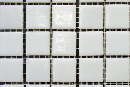 אריחי פסיפס לחיפוי קיר מזכוכית 1014749. פסיפס זכוכית לבן 2*2  גודל: 32.7*32.7  מתאים גם לבריכה