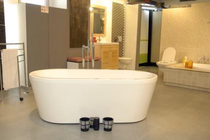 אמבטיה פרי סטנדינג BT030. אמבטיה FREE STANDING  מידה: 170X82  גובה: 56