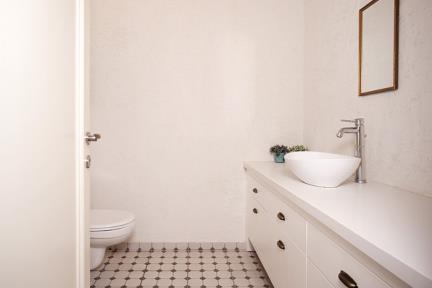 חדר שירותים. צלם: אדם בנימין