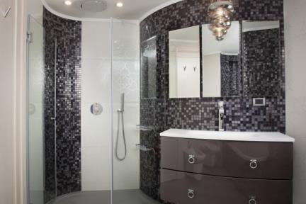 חדר מקלחת-דמוי פסיפס. לתמונות נוספות