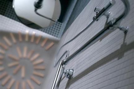 אביזרים לאמבטיה מוטות קומפלט למקלחת של Bongio: 54547D. מוט קומפלט עם מנגנון טרמוסטטי