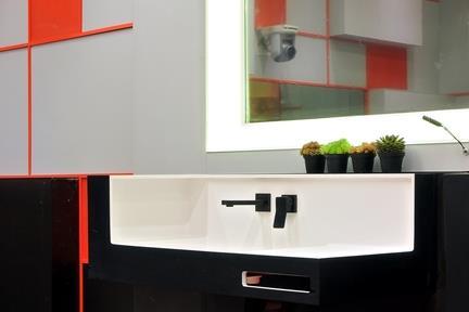 חדר אמבטיה.  צילום: שי אדם