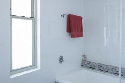 שרון און – Studio 2ON. חדר אמבטיה.    צילום: טל ניסים.