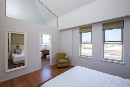 שרון און – Studio 2ON. חדר שינה    צילום: טל ניסים.