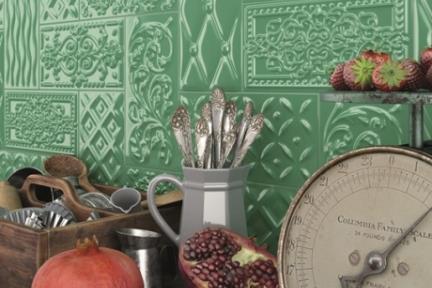 אריחי וינטג' לחיפוי קיר מסדרת Castello C526. דקור תבליט מעורב ירוק.  גודל: 20*10.