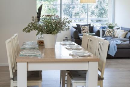 בית בניחוח כפרי. פינת אוכל    צילום: אורית אלפסי.