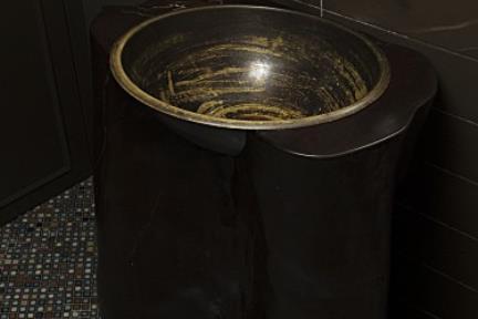 בית ברמת אביב. חדר אמבטיה 3   צילום: אורית אלפסי.