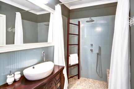 בית בכוכב הצפון. חדר מקלחת    צילום: נדיה רוזנברג.