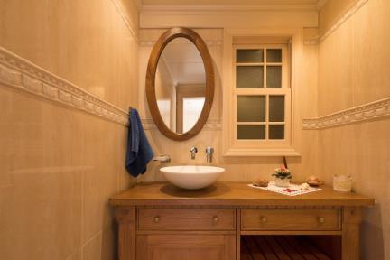 בית ברעננה. חדר אמבטיה    צילום: גדעון לוין.