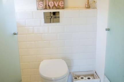 חדר מקלחת. צילום: אריק סולטן.