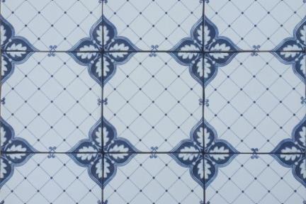 אריחי וינטג' לחיפוי קיר בסגנון עתיק 1005791. דקור ענתיקה -רשת + פינות פרח כחולות.  גודל: 15*15.