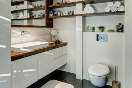 חדר רחצה הורים.    תכנון ועיצוב: ליאת דביר-רותם.  צילום: ניצן הפנר.
