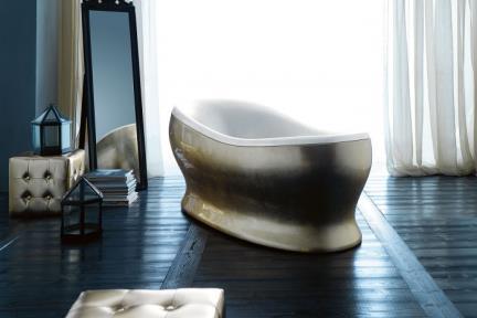 BT1033. אמבטיה פיברגלס עם ציפוי זהב מבחוץ.