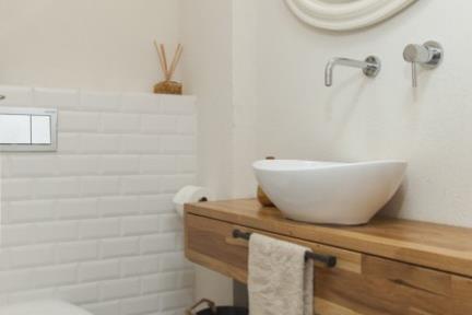 בית ברמת השרון. חדר שירותים.    צילום: מאיה חבקין.