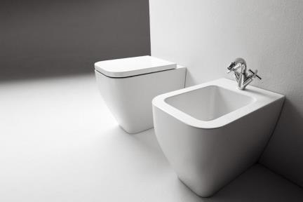 אסלה תלויה FR4023. אסלה תלויה לבנה.  גודל: 53*36.