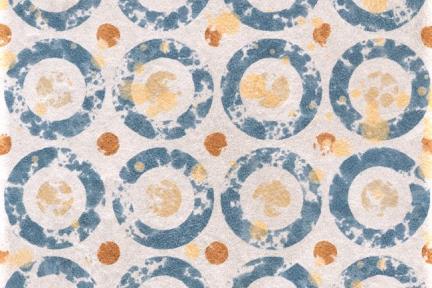 אריחי וינטג' לחיפוי קיר מסדרת Mix Stone C925. גודל: 20*20  דקור עיגולים כחולים